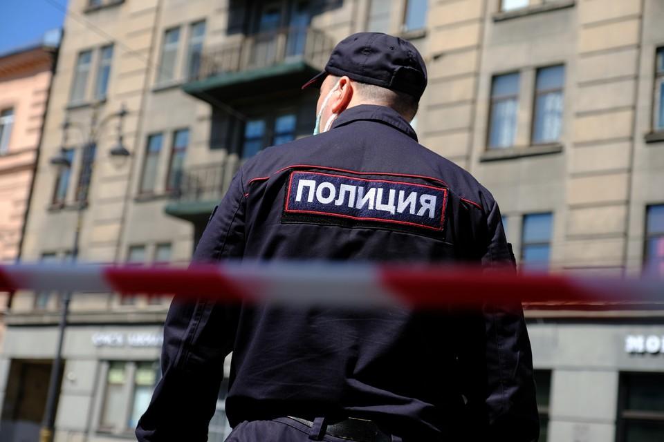 В Петербурге грабитель банка похитил 4 миллиона рублей.