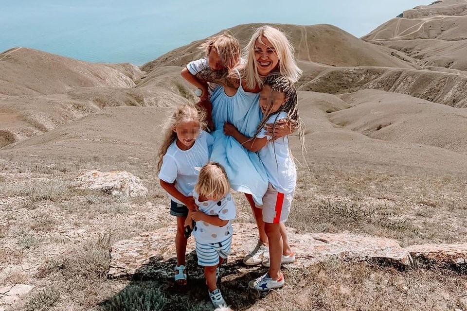 Марина сейчас путешествует с детьми в Крыму. Фото: https://www.instagram.com/maripulya/