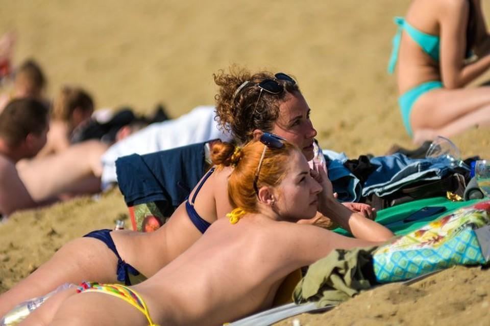 Синоптики рассказали, стоит ли сегодня ехать на пляж.