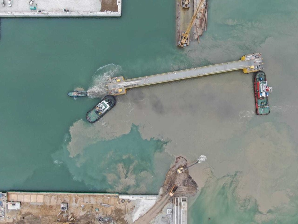 Судостроительный комплекс «Звезда» установил уникальный батопорт. Фото: пресс-служба ССК «Звезда»