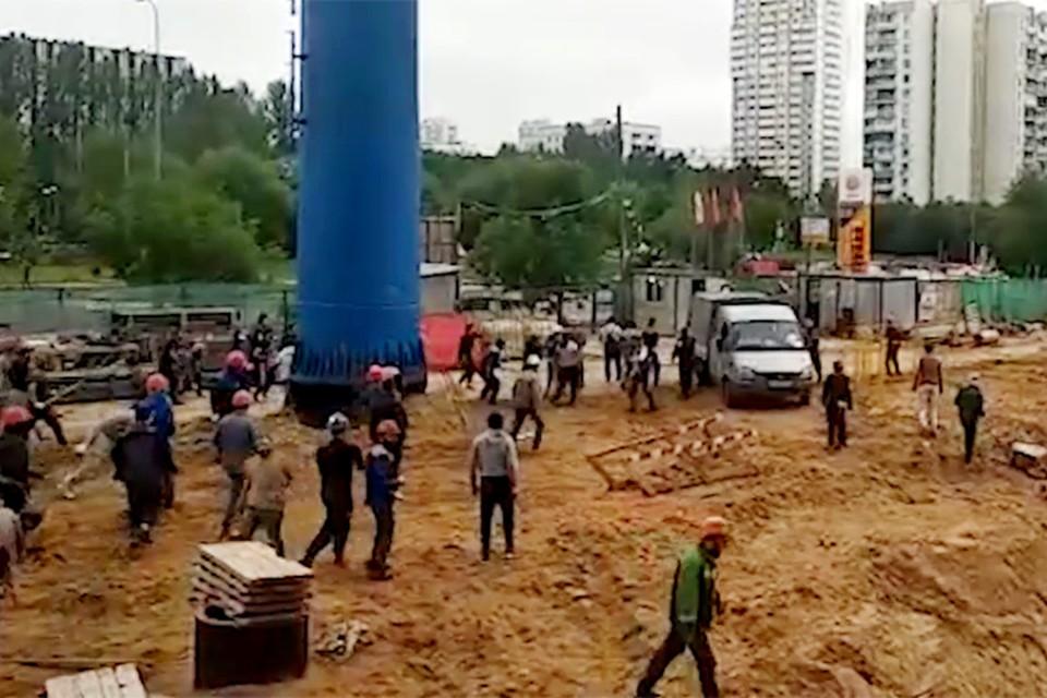 Большинство участников драки — мигранты в строительных комбинезонах