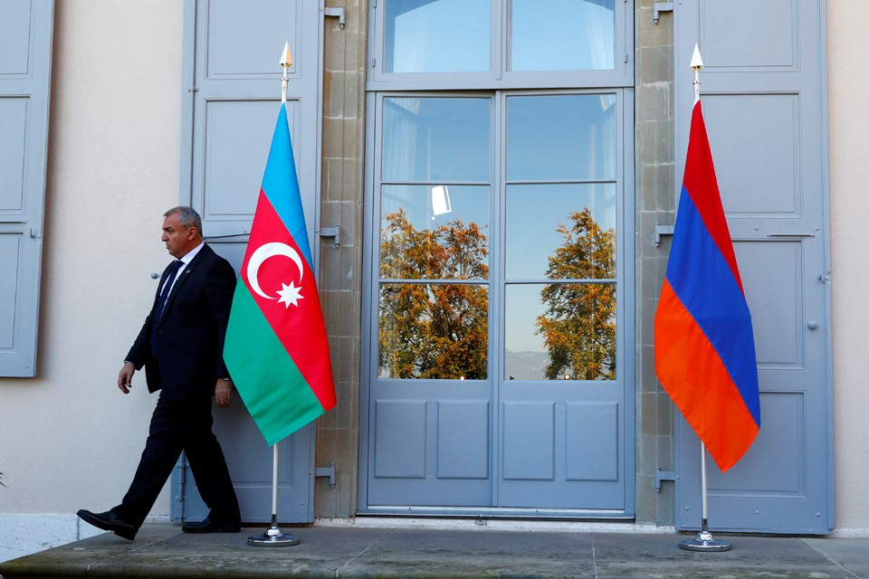 Россия призывает враждующие стороны к диалогу.