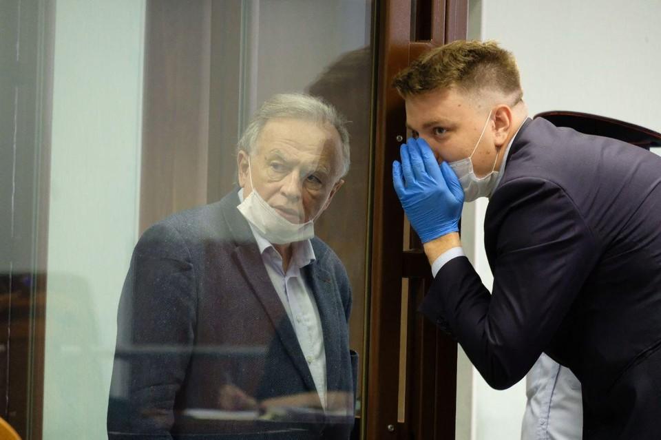 Соколов внимательно слушал своих коллег