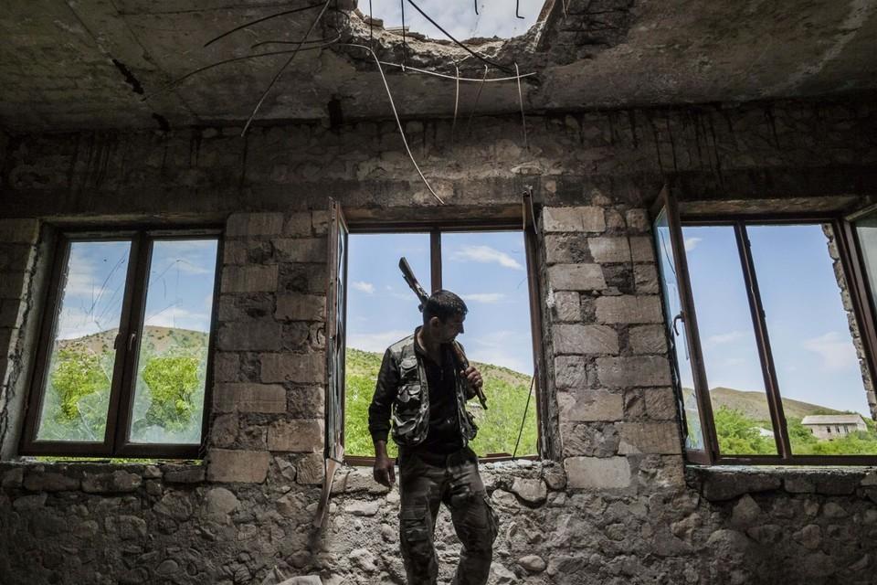 Баку и Ереван уже пустили в ход пушки и танки. Азербайджан грозит ударить по АЭС в Армении
