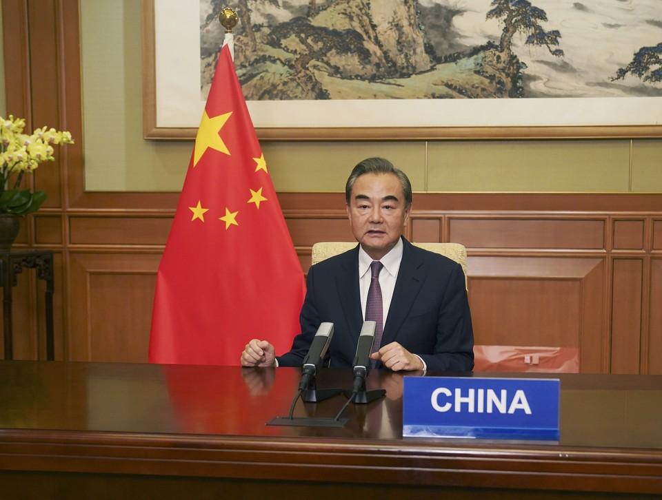 Глава МИД КНР Ван И подверг критике США в разговоре с Лавровым