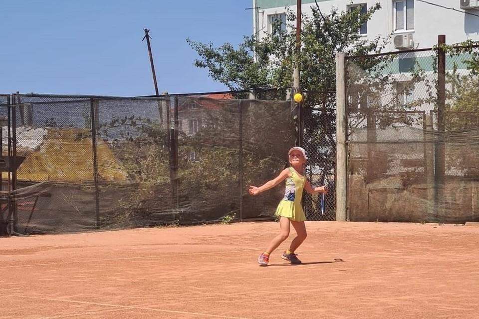 Вахитова София самая молодая теннисистка на турнире. Ей все го 7 лет и ее мечта стать Первой ракеткой мира