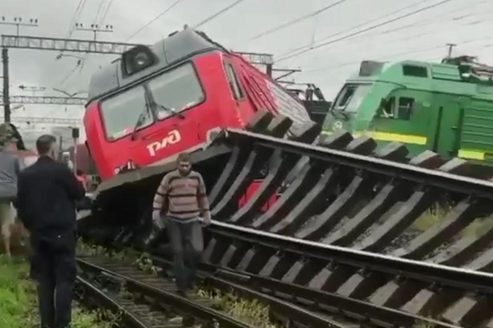 В Купчино столкнулись два грузовых поезда. Фото: instagram.com/kupchino_24