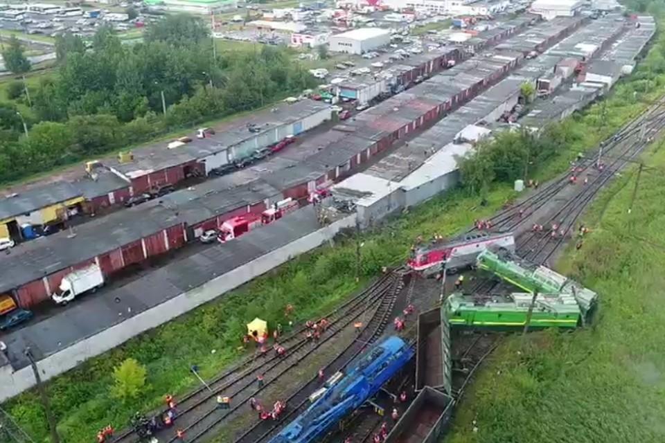 МЧС показало, как выглядит жесткая авария двух петербургских поездов с воздуха. Фото: ГУ МЧС России по Санкт-Петербургу