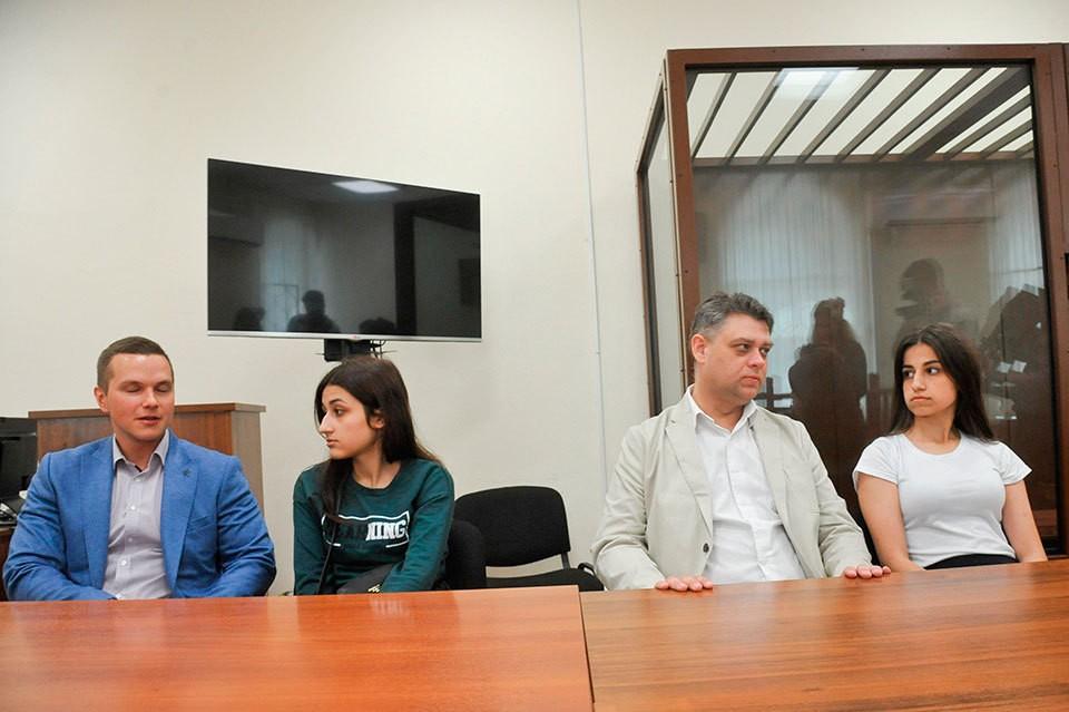 Адвокат рассказал, как судят сестер Хачатурян