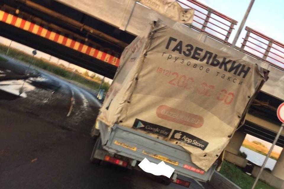 184 Газель застряла под Мостом глупости в Петербурге