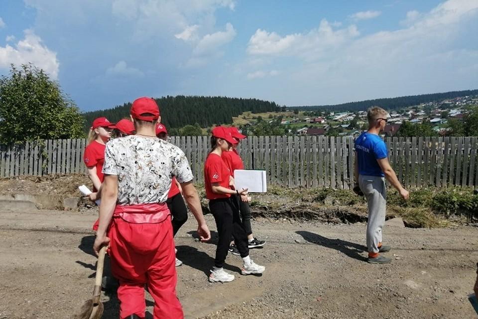 Пять тонн продуктов и воды волонтеры доставили жителям Нижних Серег. Фото: предоставлено Анастасией Трошиной.