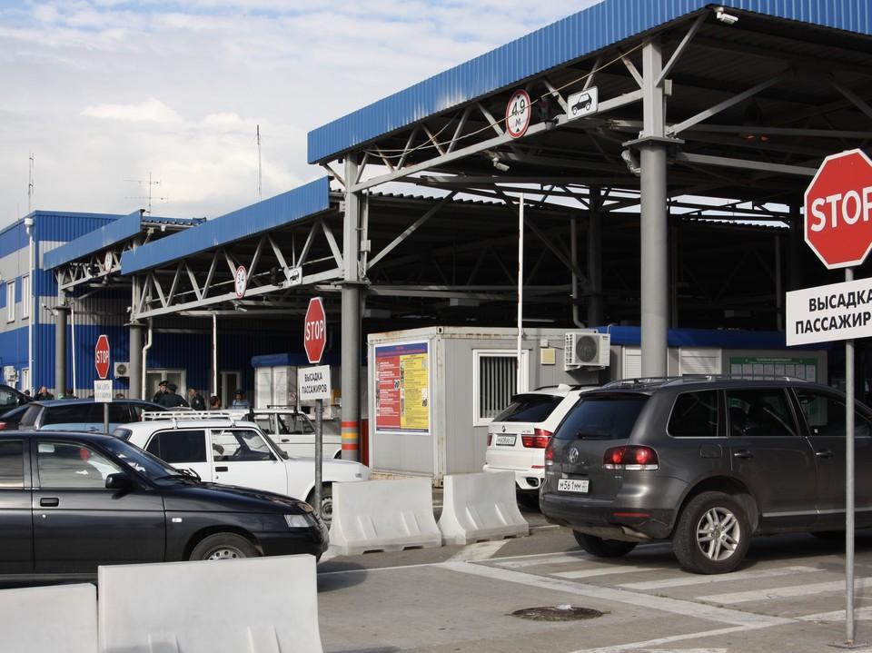 На границе с Абхазией после открытия начался ажиотаж. Фото пресс-службы Сочинской таможни