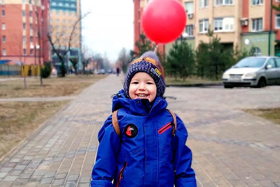 Слышать Матвей начал только в годовалом возрасте, когда ему провели кохлеарную имплантацию на одном ушке. Через год оперировали и второе.