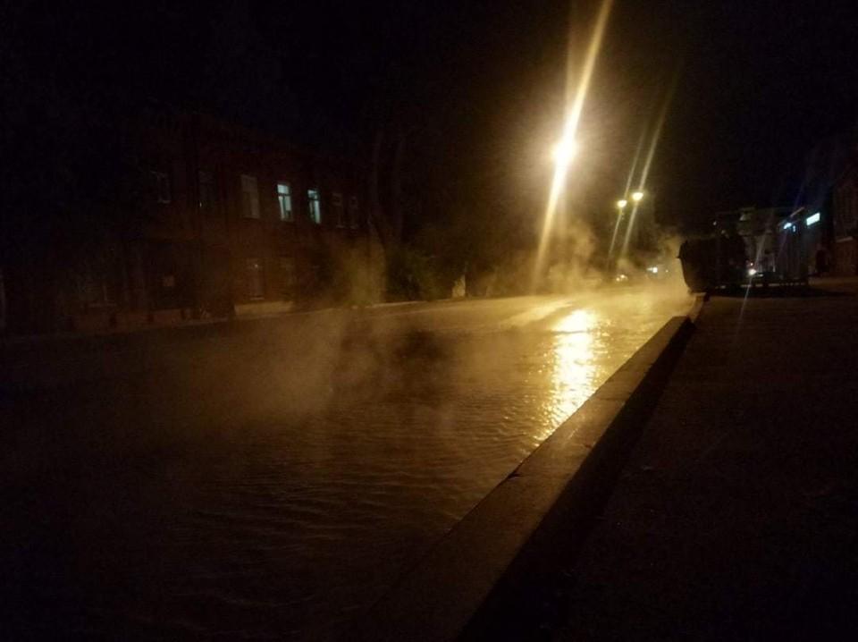 В Самаре по проезжей части текут потоки кипятка