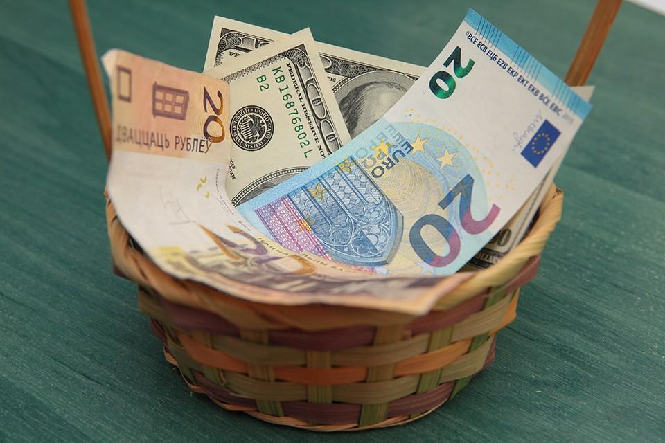 Доллар подешевел на BYN 0,0081