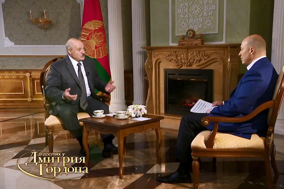Александр Лукашенко рассказывал Дмитрию Гордону об отношениях между президентами, рассуждал о ситуации в разных странах и поделился подробностями своей жизни. Фото: скриншот видео youtube-канала «В гостях у Гордона»