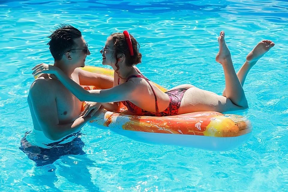 Купайтесь быстрее, бассейн нужен другим!