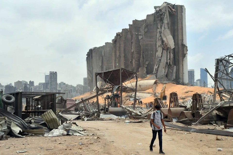 Взрыв был такой силы, что часть зданий оказались полностью или частично разрушены, Без крыши над головой остались около 300 тыс. бейрутцев, погибло более 150, ранено – 4000 человек
