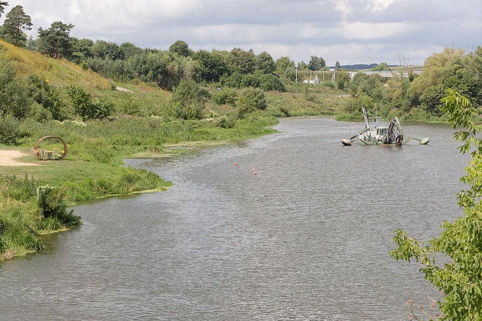 В Тульской области расчищают реку Упа