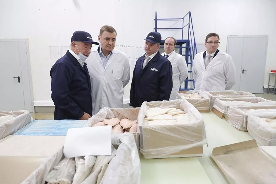 Губернатор Тульской области Алексей Дюмин посетил новый завод «Доброфлота» по производству рыбного филе