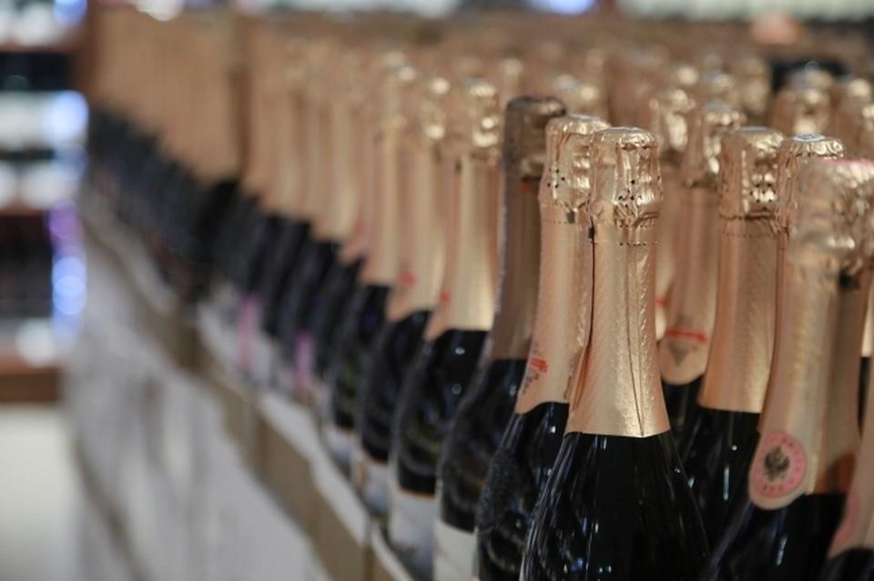 В Крыму пустили в утиль 39 тысяч тонн поддельного алкоголя.