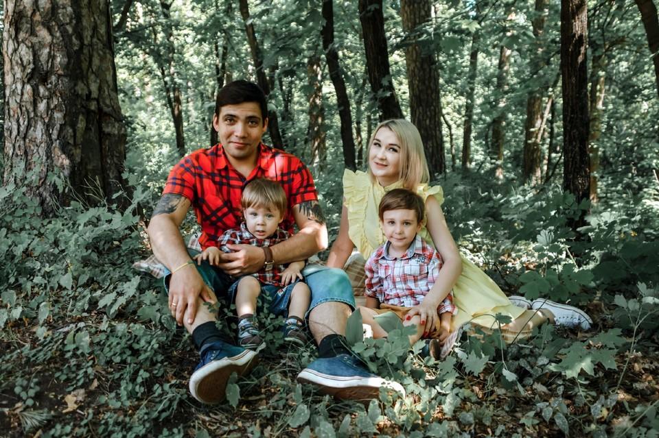 Евгения и Николай живут в Тольятти и растят двоих сыновей.