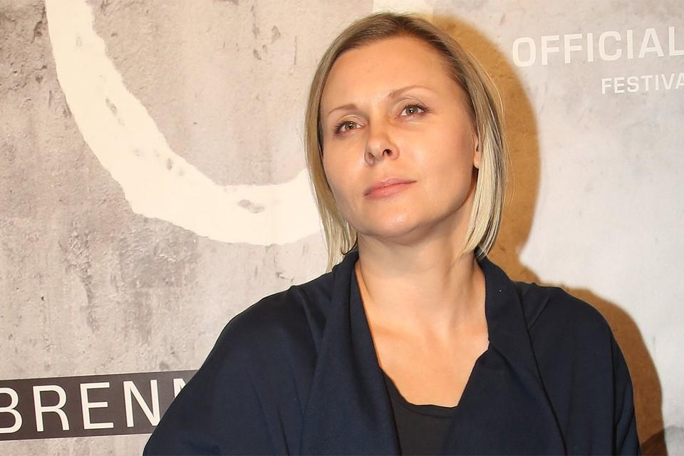 Актриса Яна Троянова.