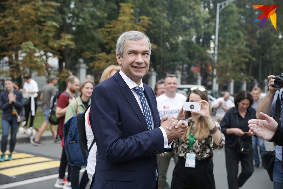 Павел Латушко приехал на допрос в Следственный комитет.