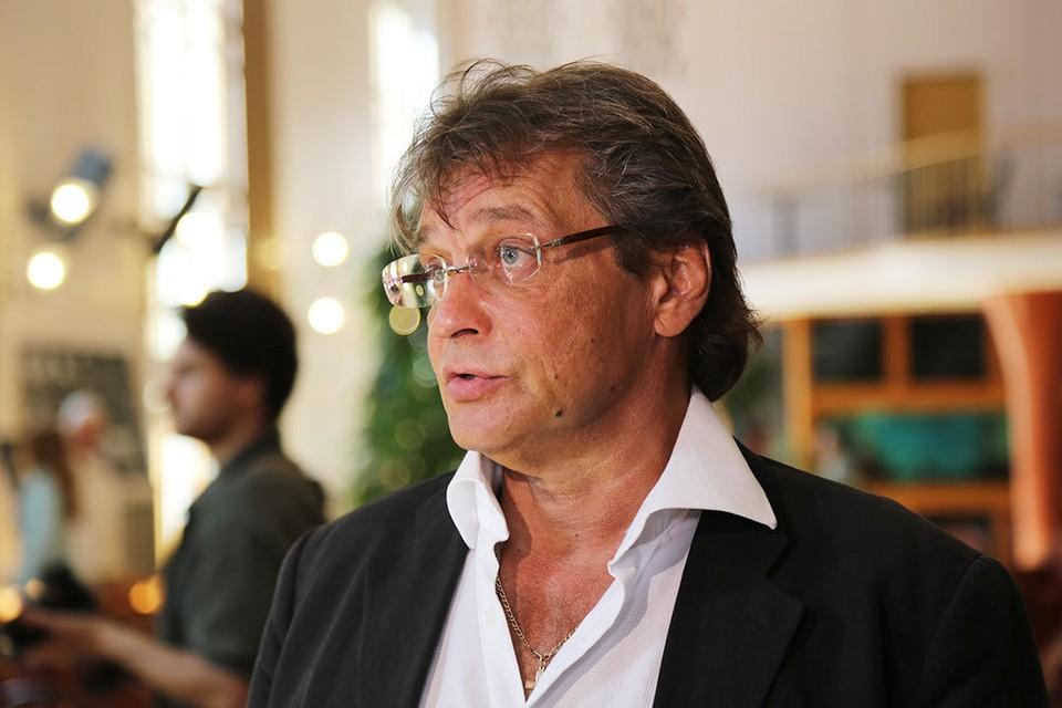 Изменившийся Александр Домогаров впервые за долгое время появился на публике