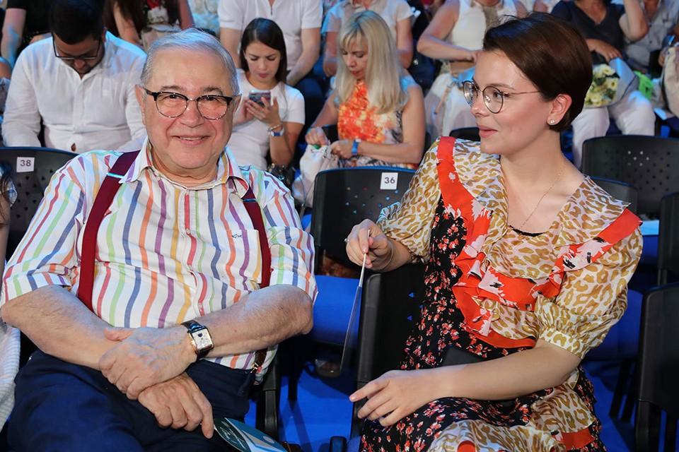 Евгений Петросян с молодой женой Татьяной Брухуновой улетел на курорт.