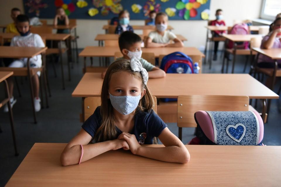 Школьные занятия в первый день учебного года в Белграде, Сербия.