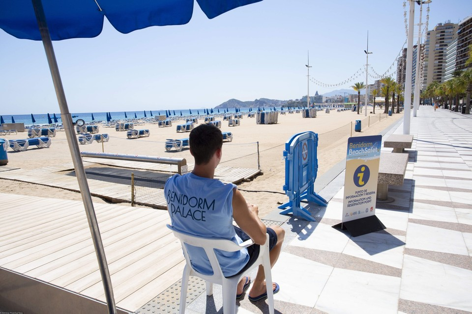 Пляжи Греции дут российских туристов, но добраться до них сложно.
