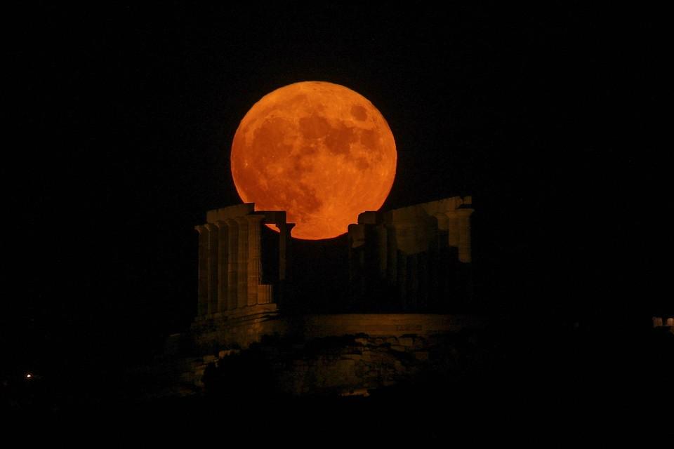 Точной даты у Кукурузной луны нет – каждый год она выпадает на разные числа, однако это всегда полнолуние, наиболее приближенное к празднику Осеннего равноденствия.