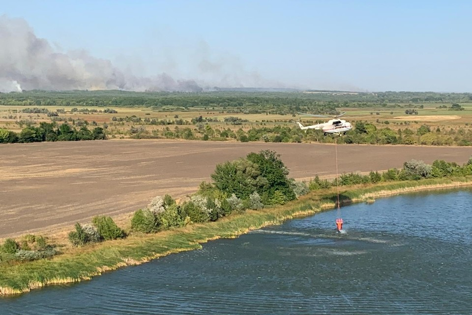 Спасатели продолжают тушить пожары в Тарасовском, Белокалитвинском, Каменском и Красносулинском районах.