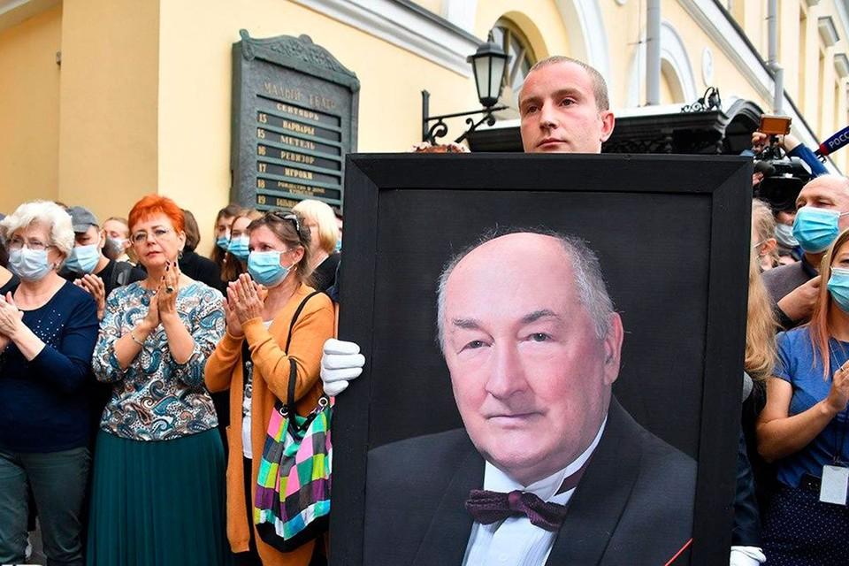 Артиста Бориса Клюева проводили в последний путь аплодисментами