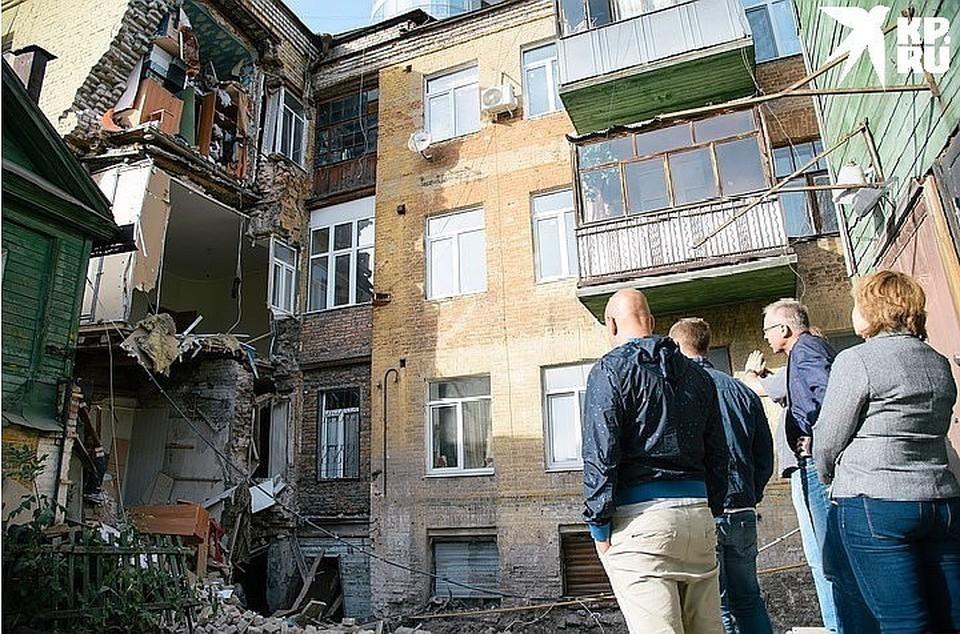 Самое обсуждаемое событие прошедших выходных - обрушение стены дома