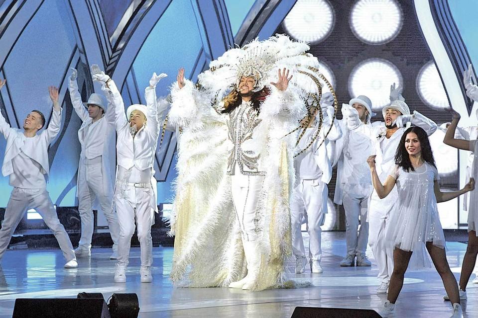 Один только концертный костюм Филиппа Киркорова стоит миллионы рублей.