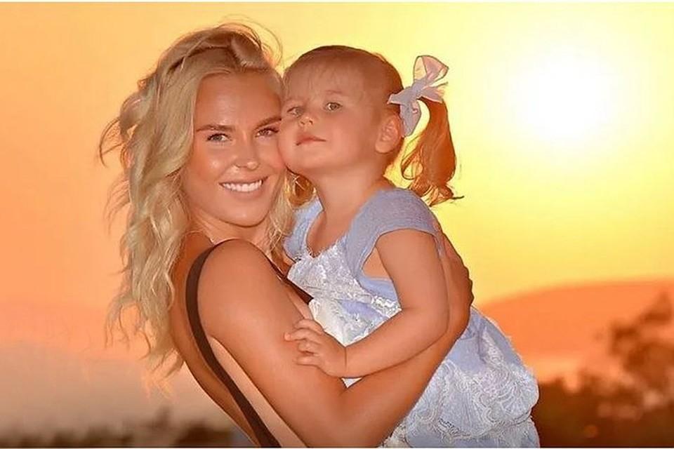 Пелагея и ее дочь Таисия отдыхают на море. Фото: Инстаграм.