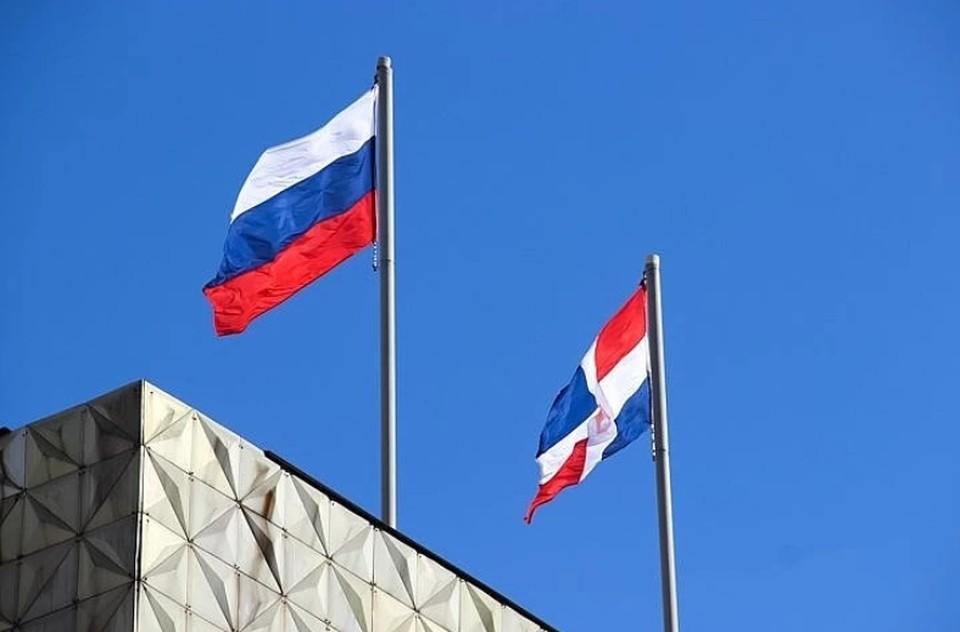 На пост губернатора претендуют четыре кандидата: Ксения Айтакова, Евгений Козлов, Дмитрий Махонин и Олег Постников.