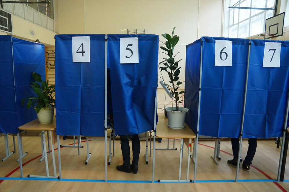 Избирательный участок привели в порядок для продолжения голосования с 8.00