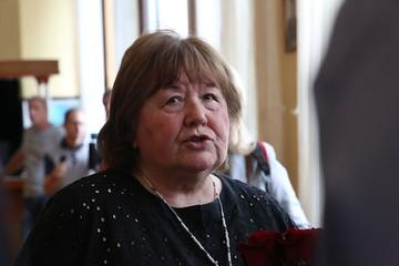 Виктории Токаревой нагадали карты: она станет известной писательницей