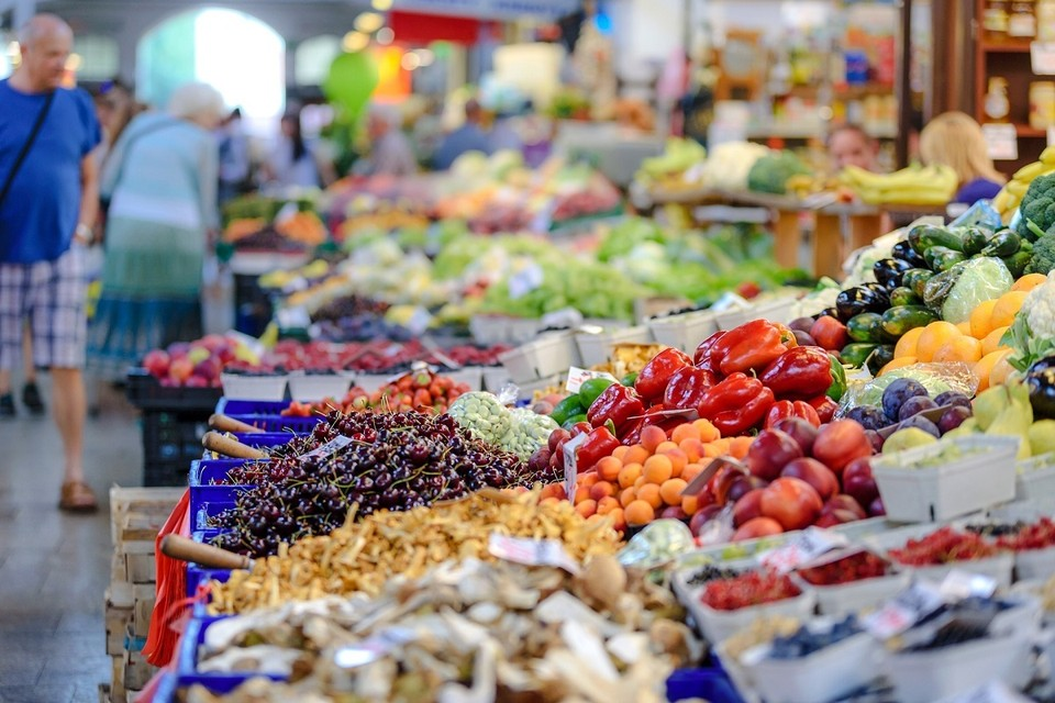 Из-за «неблагоприятных эпидемиологических и погодных условий» летом на 20% подорожали фрукты и овощи. Фото: pixabay.com