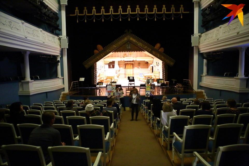 Раньше в Купаловском театре время от времени устраивали экскурсии в закулисье
