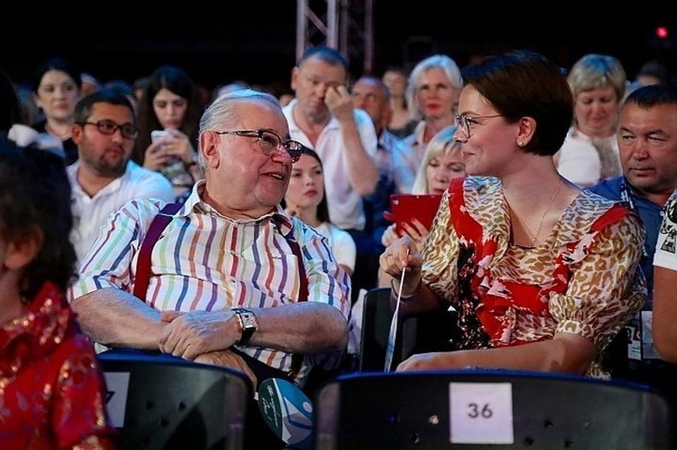 Евгений Петросян с молодой женой Татьяной Брухуновой.