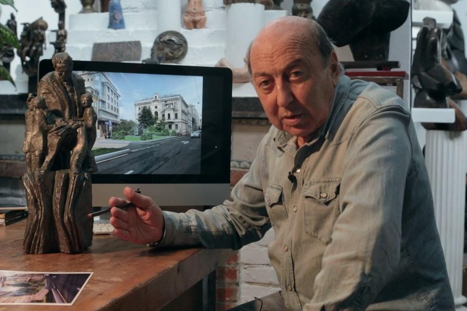 Создал монумент Георгий Франгулян. Он автор памятников Булату Окуджаве, Иосифу Бродскому, Дмитрию Шостаковичу.