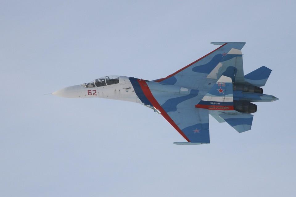 Для перехвата в воздух был поднят российский истребитель Су-27