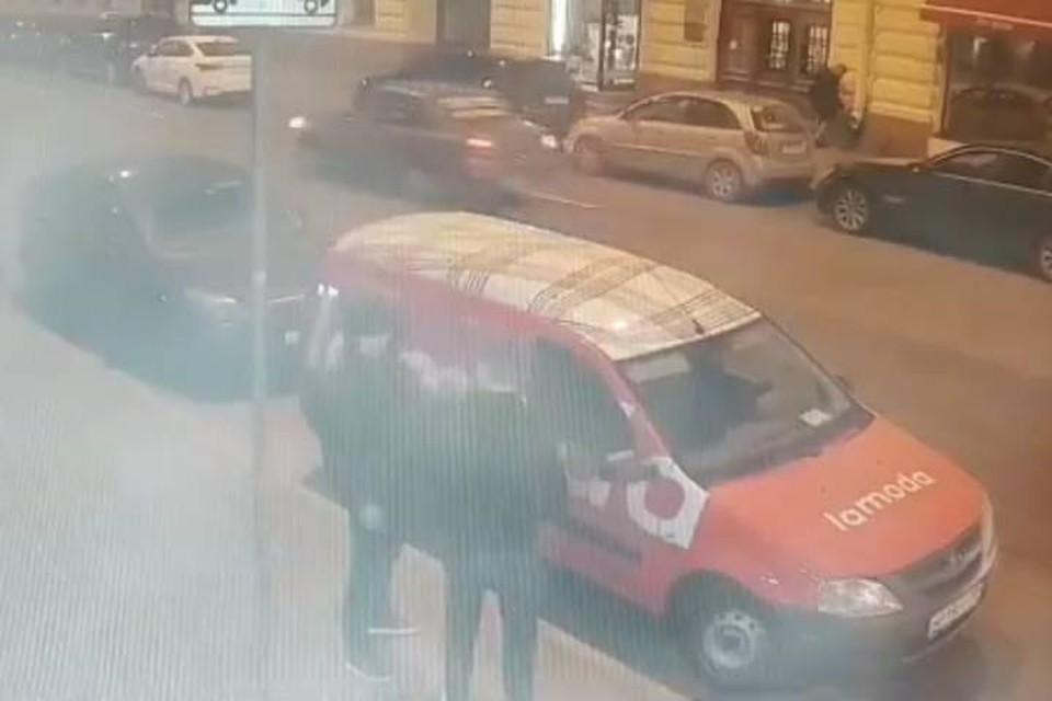 Полиция задержала мужчину, который напал с ножом на курьера в Петербурге