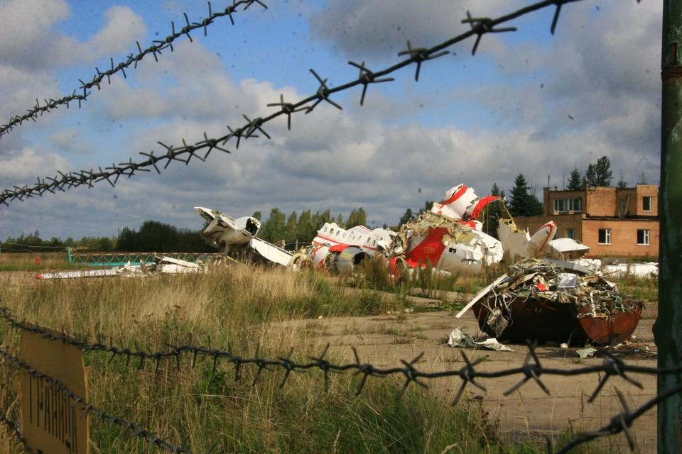 Останки самолета польского президента Леха Качиньского, которые разбился под Смоленском 10 апреля 2010 года, на аэродроме Северный под Смоленском.