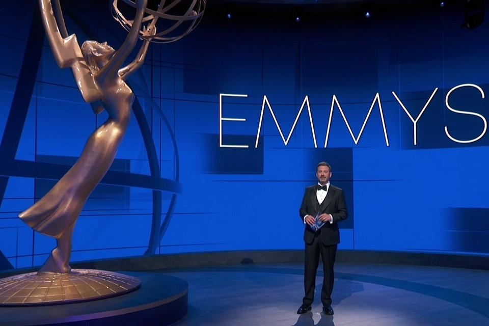 Ведущий Джимми Киммел находился в почти пустом лос-анджелесском зале Staples Center, а номинанты следили за трансляцией шоу из своих домов