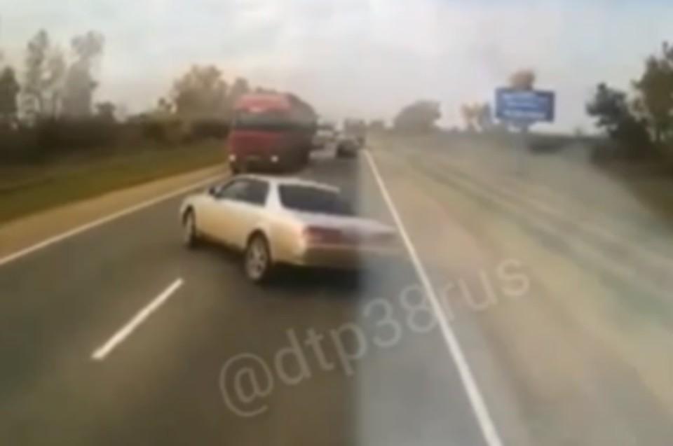 """Видео крупного ДТП с пятью погибшими на трассе «Сибирь» появилось в соцсетях. Фото: """"ДТП 38RUS"""""""